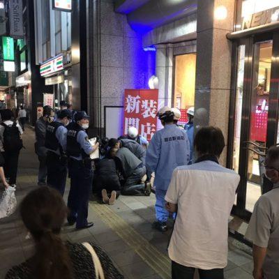 【恐怖】パチンコ店【ニュー後楽園】で客がいきなり血を吐いて白目向いて店員に噛み付く事件が発生。