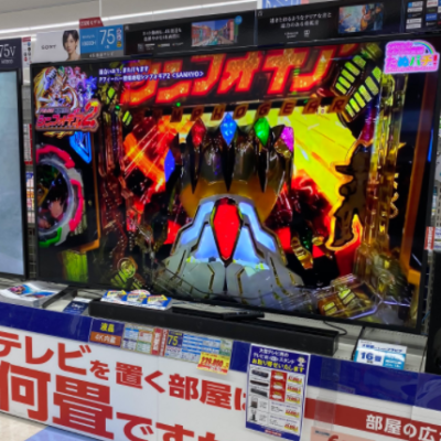 【4K】電気屋の75インチTVにシンフォギアが映し出されるwwww