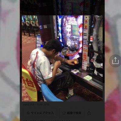 【カオスな展開】パチ屋でペヤング食べてる写真の本人がオプチャにいて草www