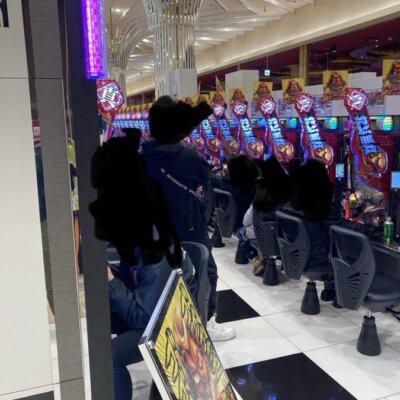 【悪質】通路の真ん中で堂々待機するエナが大阪にはいるらしいwww