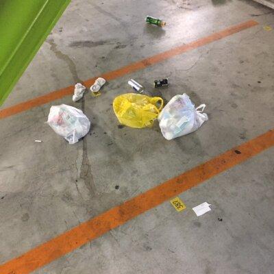 【悲報】パチ屋店員さん「住吉でゴミの投棄。ナンバーがわかっているのとゴミの中に個人情報もあったので毅然と対応したいと思います😠」