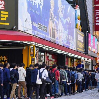 【娯楽不足】GWの都内パチ屋さんに開店前から1400人が並ぶwww