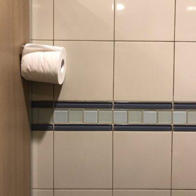 【許せるレベル】誰だ!トイレにこんなコミカルなイタズラしたヤツは…笑