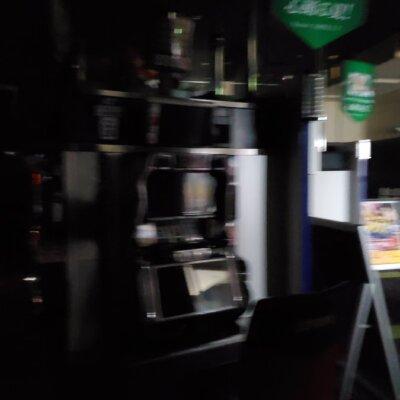 【画像あり】パチ屋が停電中www