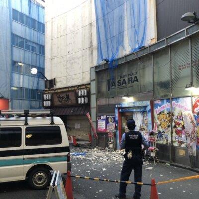 【事故】横浜駅西口のパチ屋の看板が風で落ちたっぽい